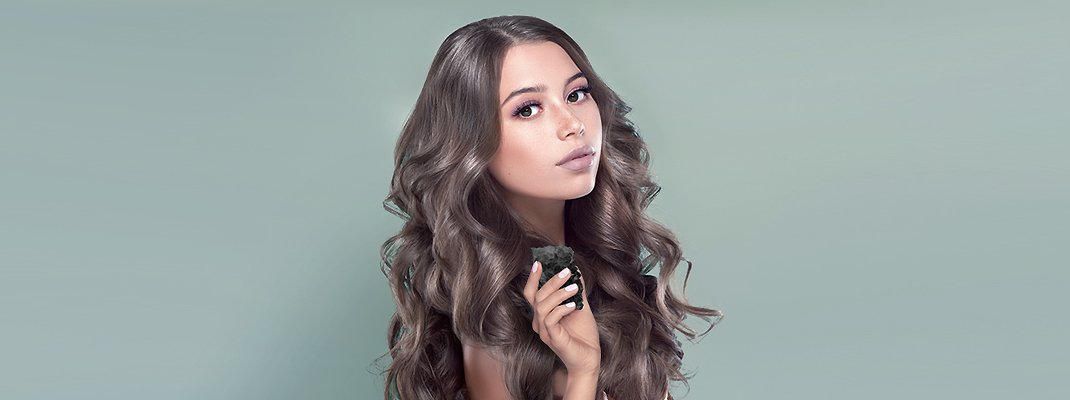 5 Charcoal Shampoo Benefits for Squeaky Clean, Shiny, Bouncy Hair