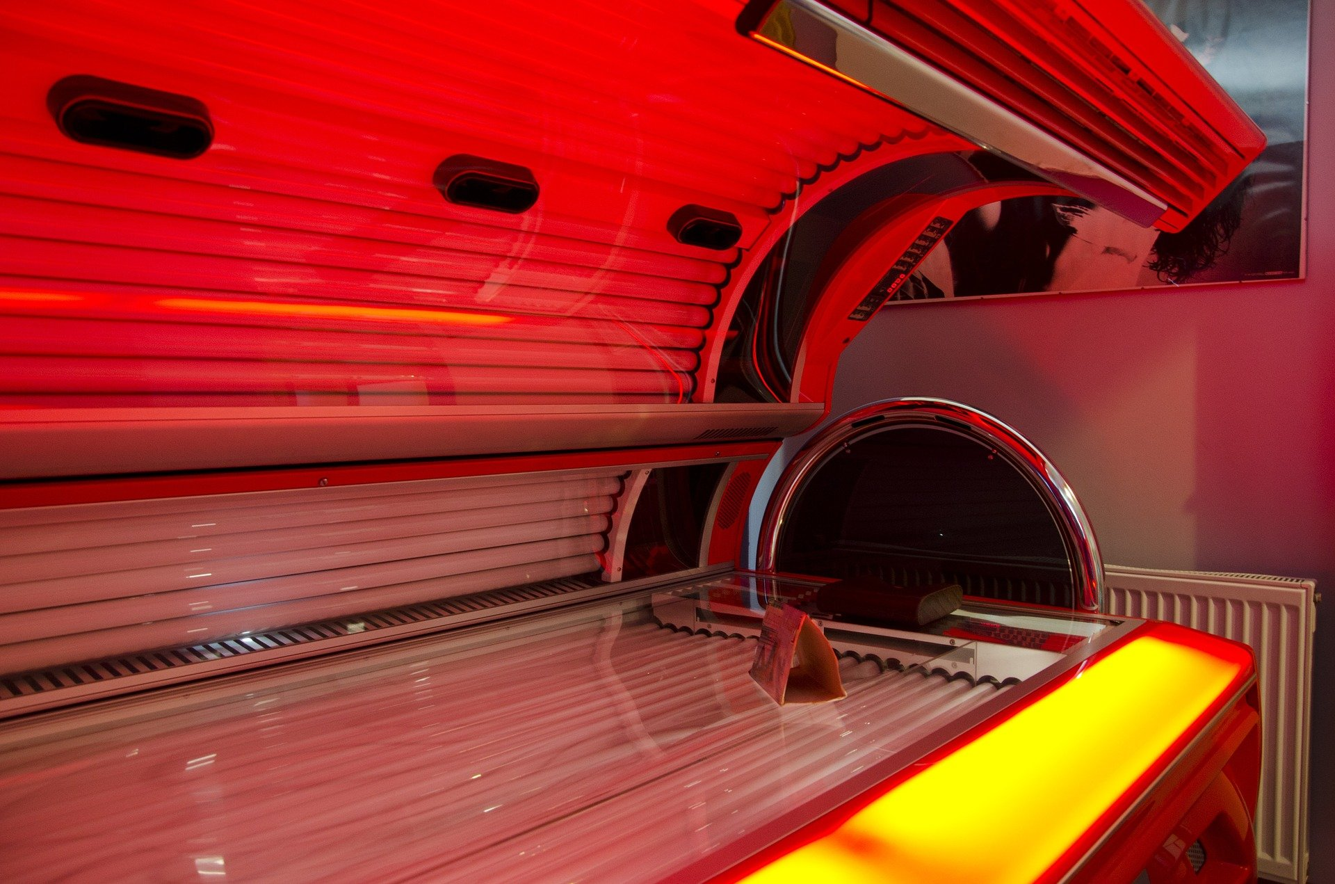 how to become a tanning specialist