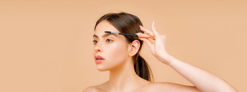 Eyebrow Pencil vs. Eyebrow Mascara vs. Eyebrow Pomade or Gel: What to Put in Your Bag?